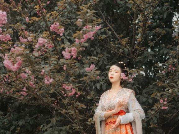 In the Spring, You Can't Miss These Hanfu Photos