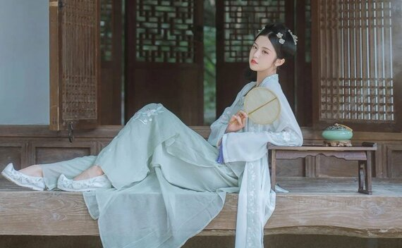 The 4 Most Han Clothing Shoes worn by Hanfu Girls