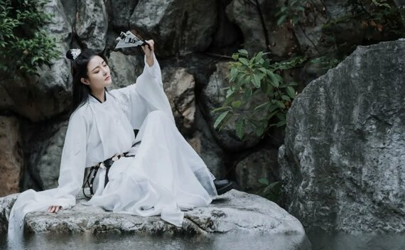 Hanfu Photography – 5 Martial Arts Style Photo Poses