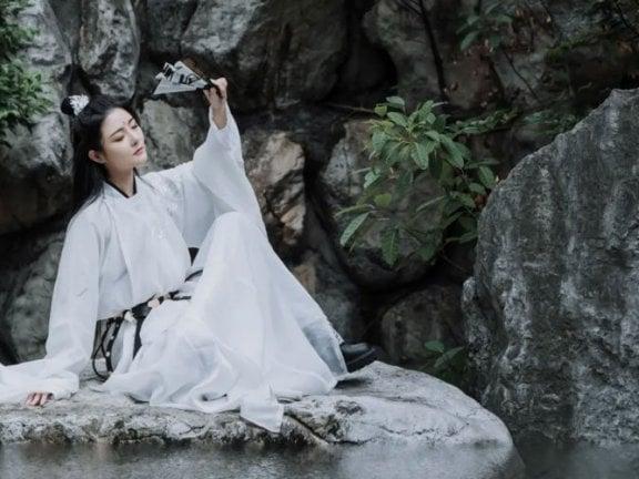 Hanfu Photography – 5 Martial Arts Style Photo Poses