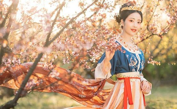 How to Handle a New Beautiful Chinese Costume?