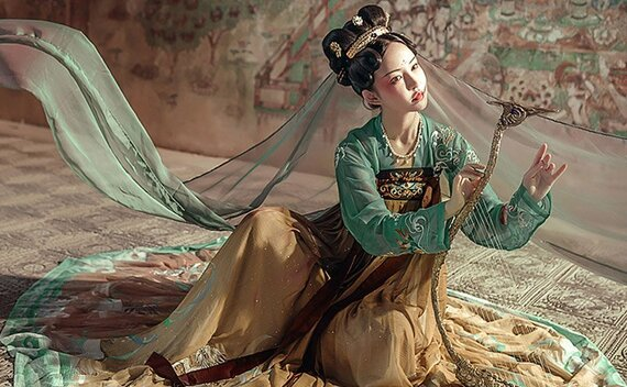 Unlock Many Ways to Wear a Beautiful Chinese Costume