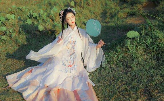 4 Sets of Hanfu Suits for Autumn – Elegant & Gorgeous