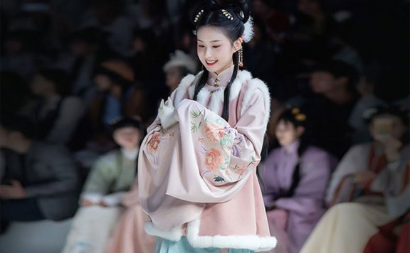 The Autumn Hanfu Style – Chinese Costume for the Female