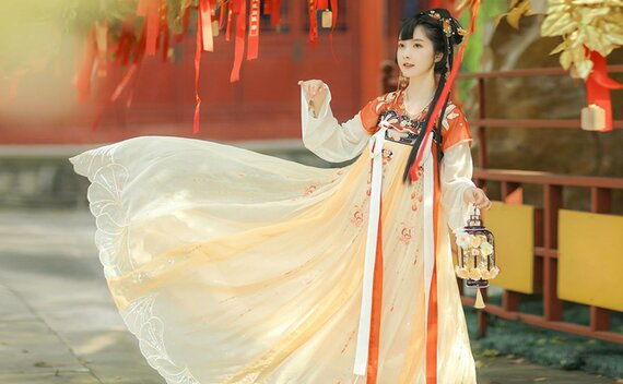 How to Wear Hanfu (2) – Tang Dynasty Qixiong Ruqun