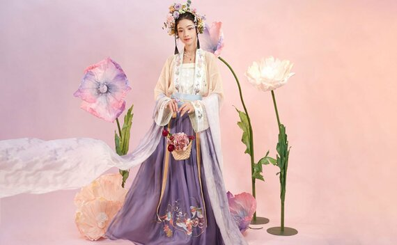 How to Wear Hanfu (3) – Tang Dynasty Qiyao Ruqun