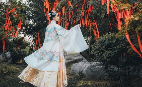 How to Wear Hanfu (9) – Ming Dynasty Ma Mian Skirt