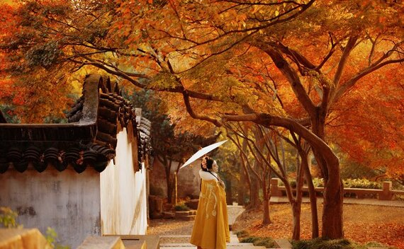 Chinese Costume Photography – Hanfu Girl in Autumn