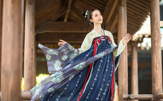 History of Chinese Traditional Hanfu Shawl: Pibo