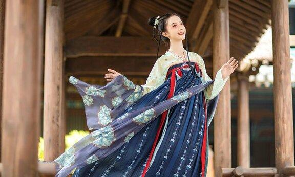 History of Chinese Traditional Hanfu Shawl: Pibo