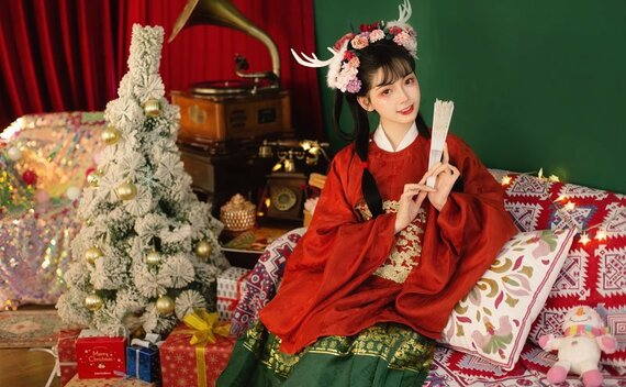 5 Sets of Graceful Hanfu Photos for Christmas
