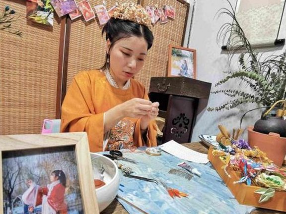 Shu Qiuhong – Turning a Love of Hanfu Into a Career